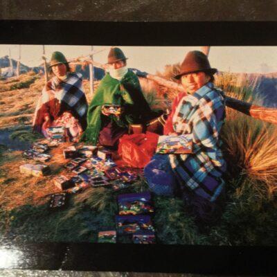 Ecuador Postcard: Seach for the women!